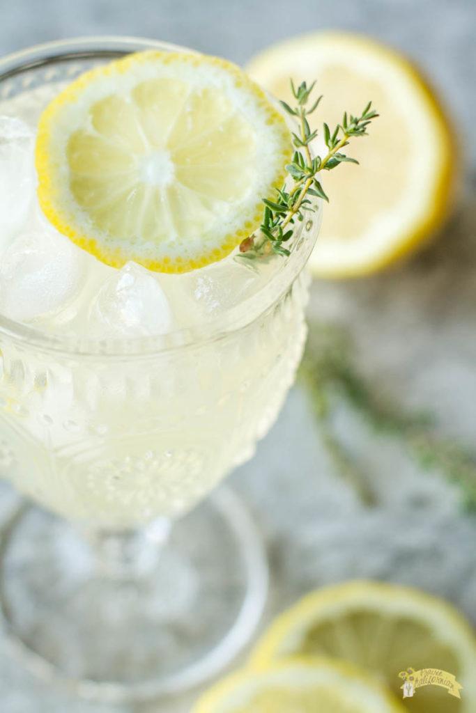 vodka-thyme-lemonade-4