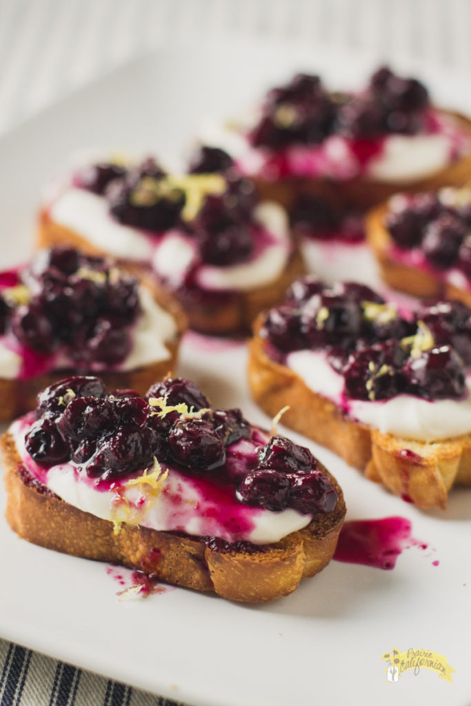 honey-goat-cheese-pickled-blueberry-crostinis-4
